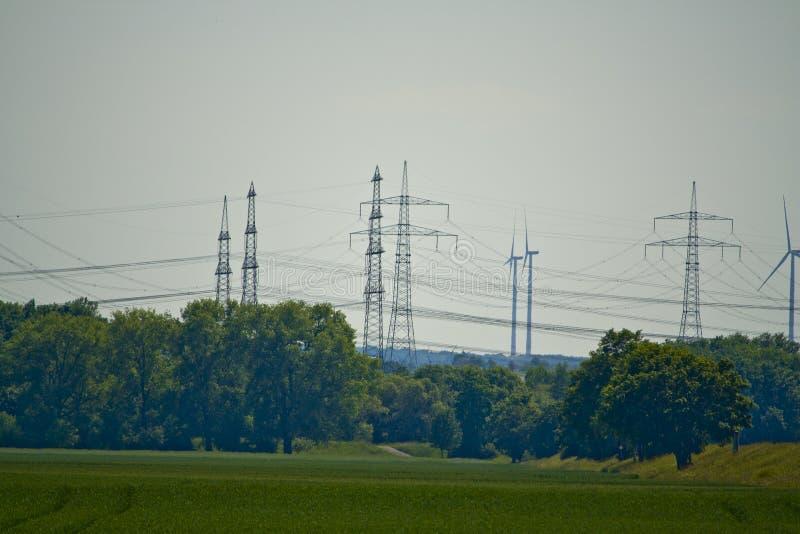 Een deel van een machtslijn in Beieren, Duitsland stock afbeelding