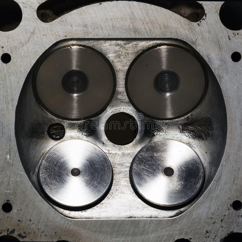 Een deel van motor van een auto, klep vier in hoofd stock afbeelding