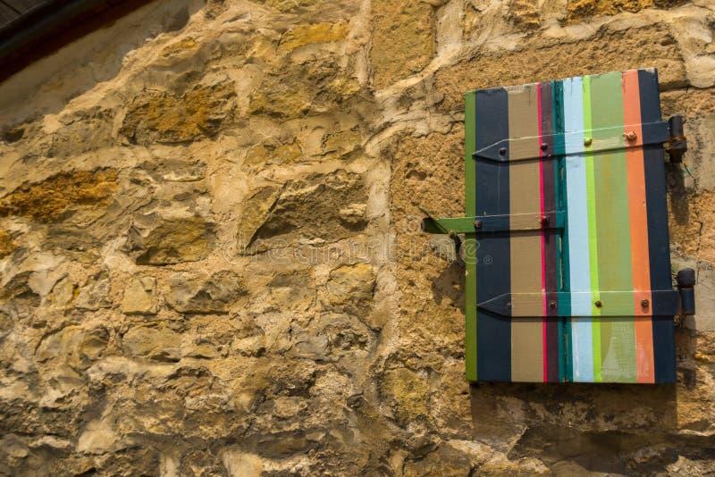 Een deel van een muur van een oud kasteel stock foto
