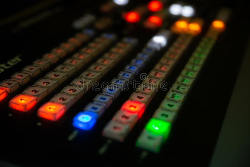 Een deel van professionele console audiomengeling stock afbeeldingen