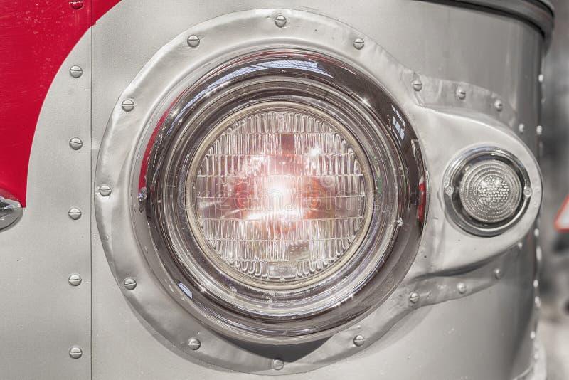 Een deel van retro stijlbus koplamp gestemd Selectieve nadruk stock foto's