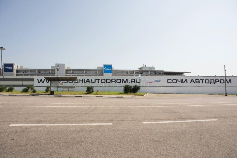 Een deel van Sotchi Autodrom met Rug van Tribunes stock fotografie