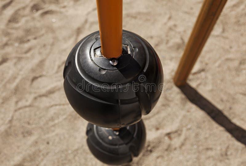 Een deel van speelplaats met zandbak op de achtergrond royalty-vrije stock foto