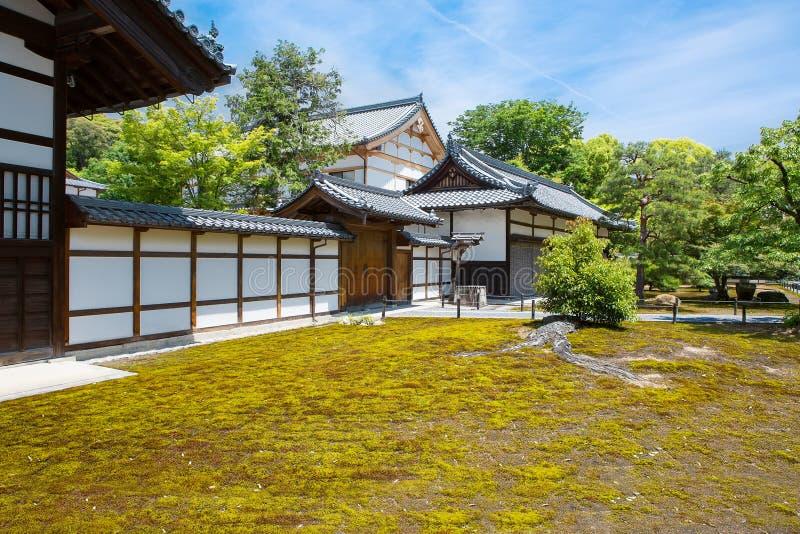 Een deel van tuin van tempel Ryoan -ryoan-ji in Kyoto, Japan royalty-vrije stock afbeeldingen