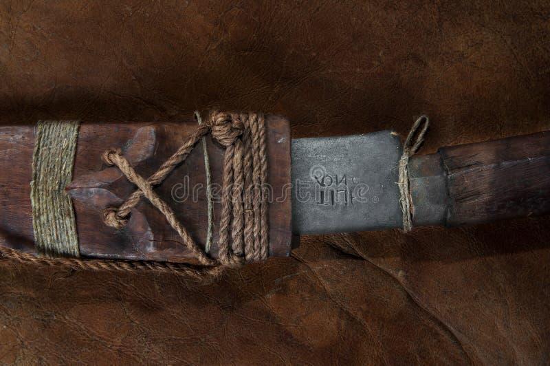 Een deel van verborgen in het zwaard van stok Echte Japanse samoeraien op leer stock fotografie