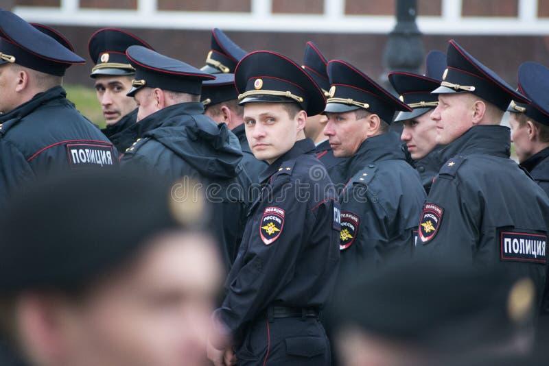 Een detachement van Russische politiemannen stock afbeelding