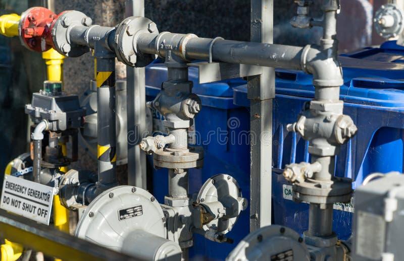 Een detail van commerciële de bouw aardgasmeters stock foto