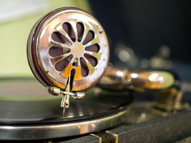 Een dichte omhooggaande uitstekende naald van de grammofoonbestelwagen stock afbeeldingen