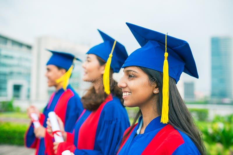 Een diploma behaald van universiteit stock afbeelding