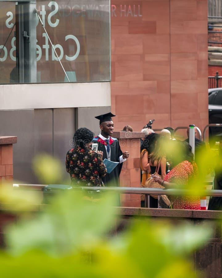 Een diploma behalend Ontmoet Manchester stock afbeelding