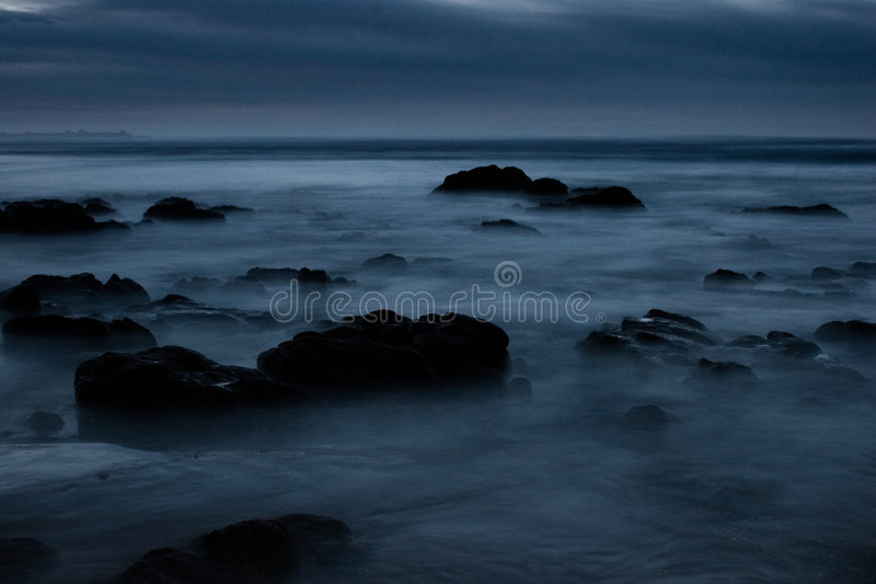 Een donker angstaanjagend zeegezicht royalty-vrije stock afbeelding