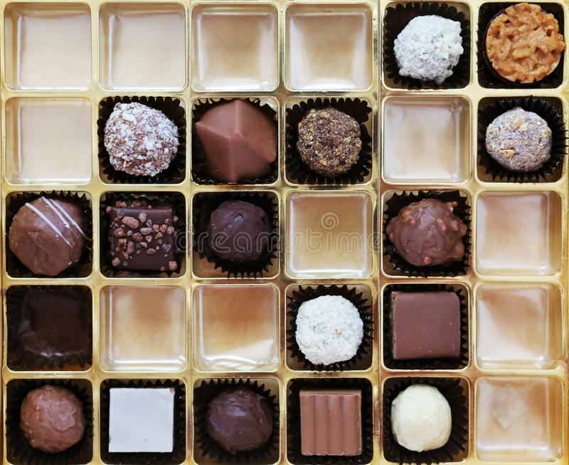 Een doos Belgische chocolade royalty-vrije stock afbeeldingen