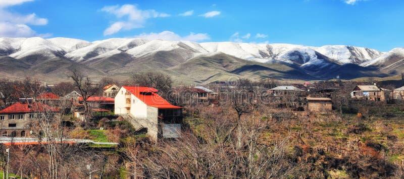 een dorp in bergen op een zonnige dag, Armenië royalty-vrije stock afbeelding