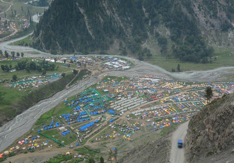 Een dorp bij de vallei in Srinagar, India stock foto's