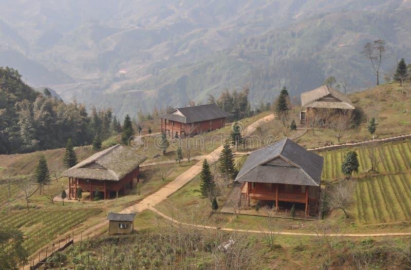 Een dorp in de mist royalty-vrije stock fotografie
