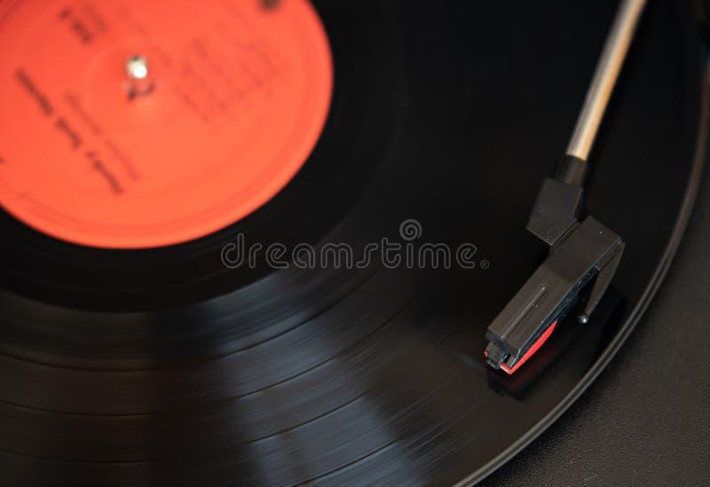 Een draailijst en een vinylverslag royalty-vrije stock foto's