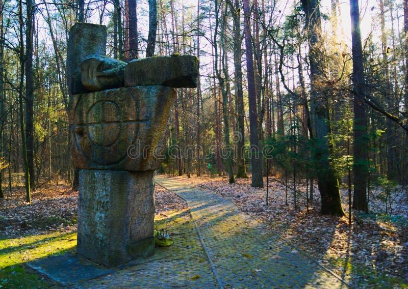 Een Duits standbeeld op de rand van het bos stock afbeeldingen