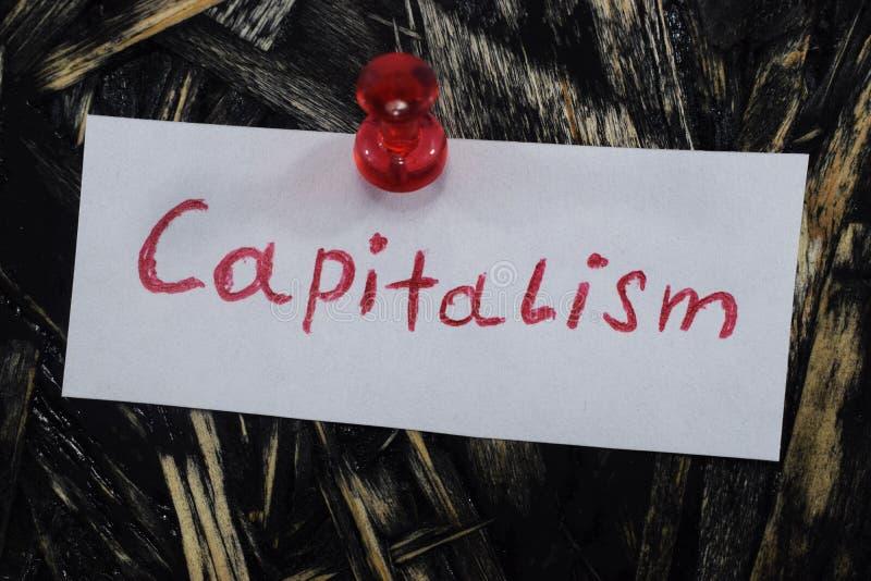 Een eenvoudige en begrijpelijke inschrijving, kapitalisme royalty-vrije stock foto's