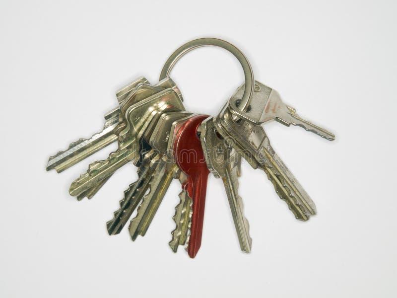 Een eenvoudige sleutelring met een rode sleutel stock afbeeldingen