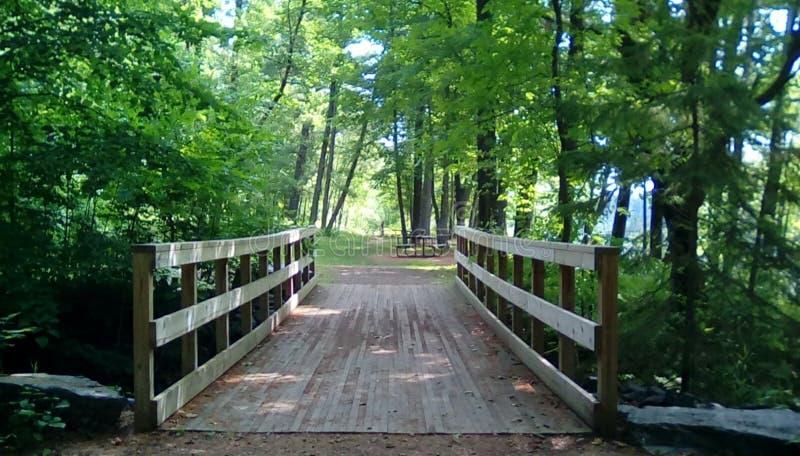 Een eenzame brug stock afbeeldingen