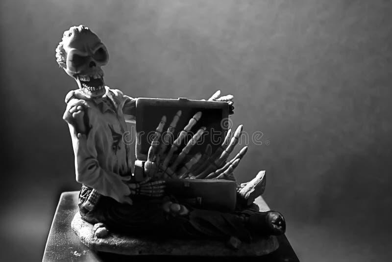 Een enge schedel. stock afbeelding
