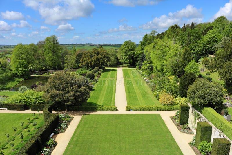Download Een Engelse Gemodelleerde Tuin Stock Afbeelding - Afbeelding bestaande uit bomen, bloemen: 54083455