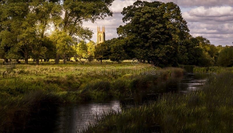 Een Engelse landkerk royalty-vrije stock afbeeldingen