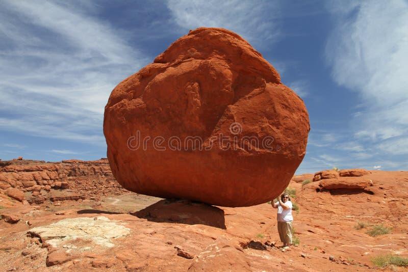 Een evenwichtige Rots royalty-vrije stock afbeeldingen