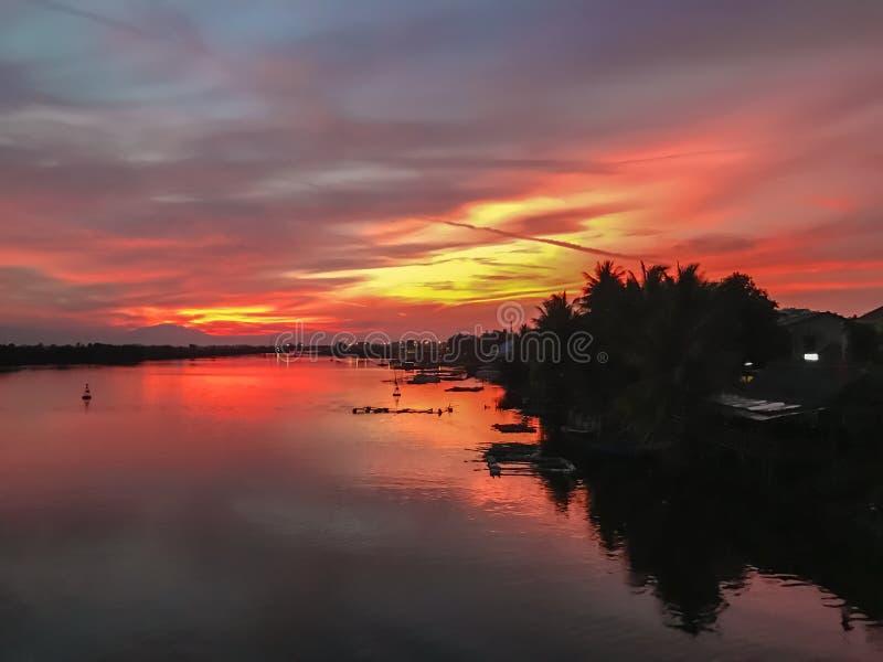 Een fascinerende mening van de zonsondergang in Vietnam royalty-vrije stock foto