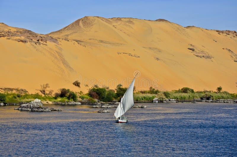 Een felucca in de Nijl in Aswan, Egypte royalty-vrije stock foto's