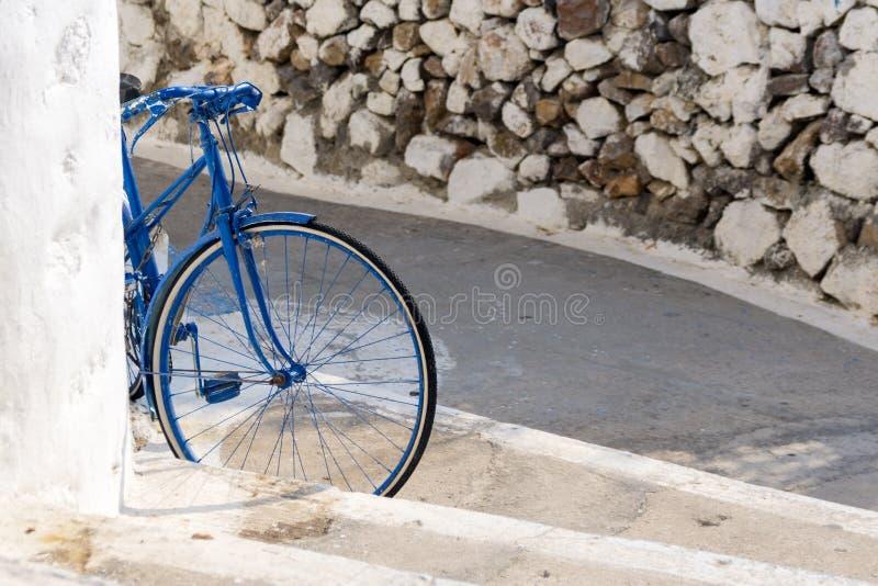 Een fiets in Patmos-eiland, Dodecanese, Griekenland stock foto