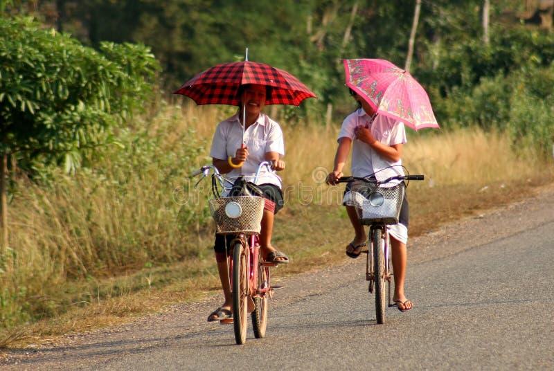 Een fietsrit in sune stock foto