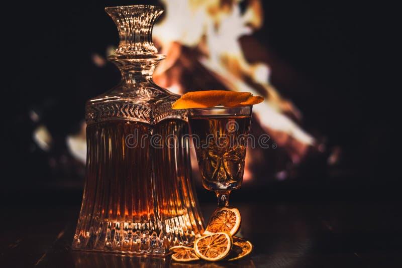 Een fles en een Glas Whisky royalty-vrije stock afbeeldingen