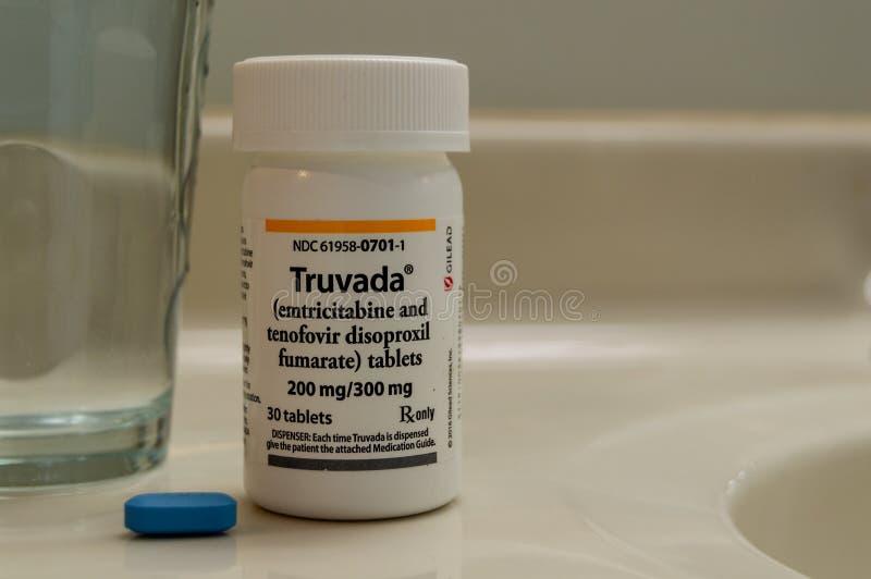 Een fles van PrEP medicijn van Truvada wordt gebruikt om HIV te behandelen en HIV besmetting te verhinderen die Chronische ziekte stock foto