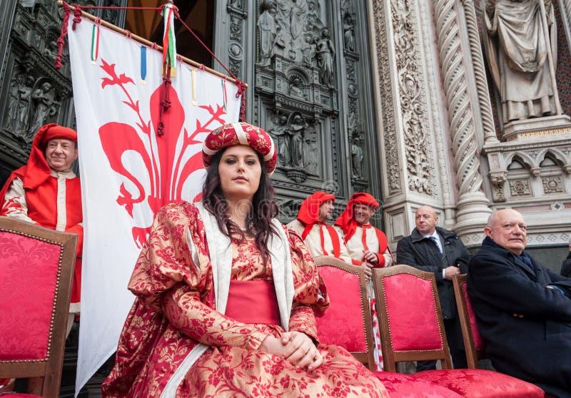 Een Florentijnse grote dame op het stadium tijdens een openbare ceremonie stock foto's
