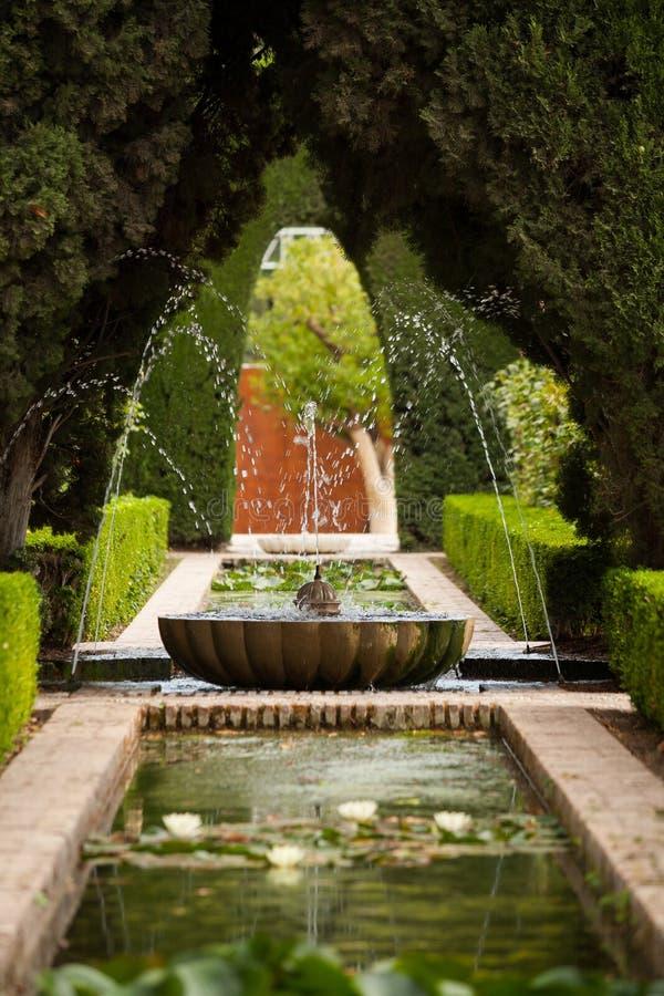 Een fontein in Generalife van Alhambra royalty-vrije stock fotografie