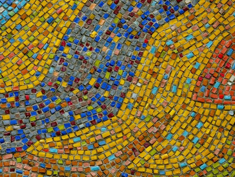 Een fragment van een abstracte mozaïek ceramische panelen op de muur Multicolored stenen royalty-vrije stock foto