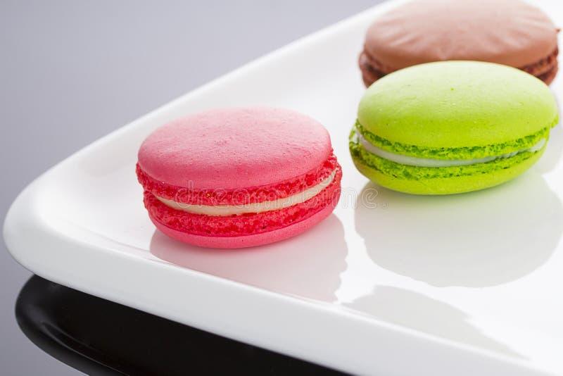 Een Franse zoete delicatesse, de close-up van de makaronsverscheidenheid stock afbeeldingen