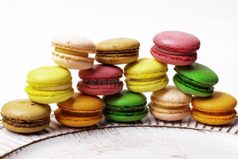 Een Franse zoete delicatesse, de close-up van de makaronsverscheidenheid stock fotografie