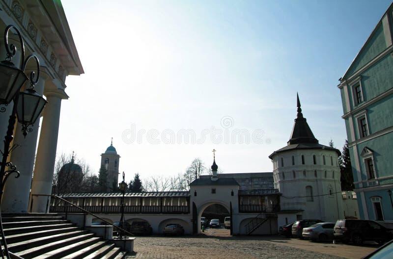Een gang door Moskou aan het klooster stock foto's