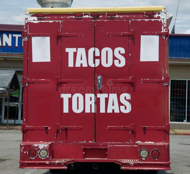 Een gang-Omhooggaande Voedselvrachtwagen die zich in Mexicaans, Latino en snel voedsel specialiseren stock foto's