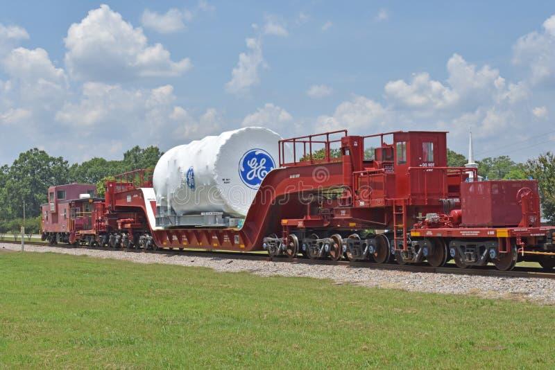 Een GE-turbine van het Machtsgas wordt vervoerd aan haven royalty-vrije stock foto