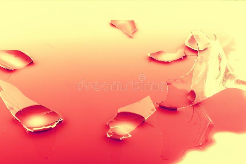 Een gebroken wijnglas stock afbeelding