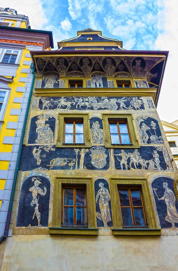 Een gedetailleerde mening van het mooie die Huis de Minuut, dichtbij het Oude Stadsvierkant wordt gevestigd in Praag stock foto's
