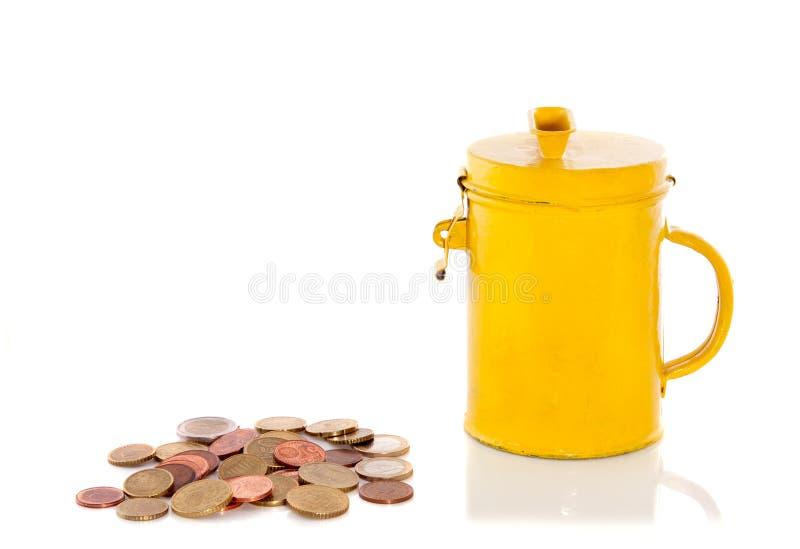 Een geel verzamelt bus met muntstukken royalty-vrije stock afbeelding