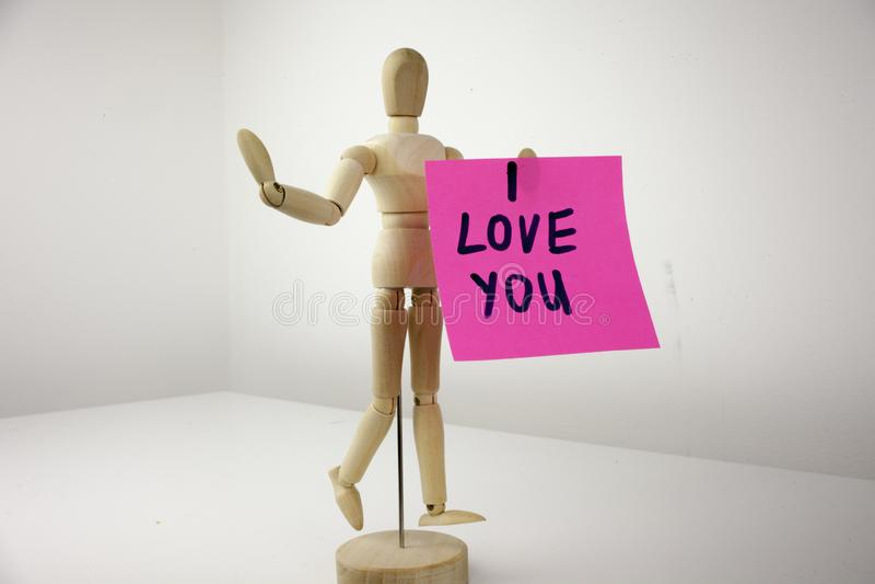 Een gele kleverige notapost-it die, titel, inschrijving met geschreven woorden I liefde u in zwart Ext. op een kleverige nota sch stock afbeeldingen