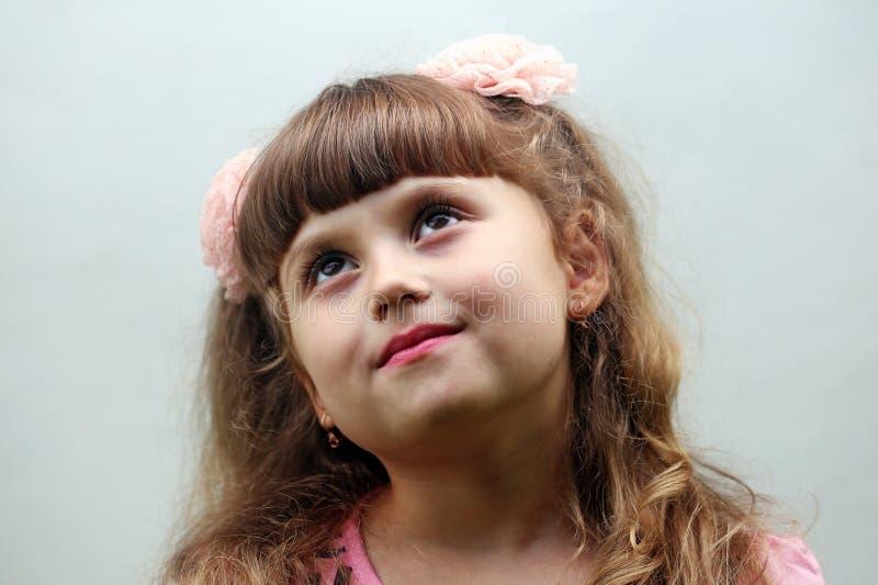 Een gelukkig kindmeisje royalty-vrije stock foto's