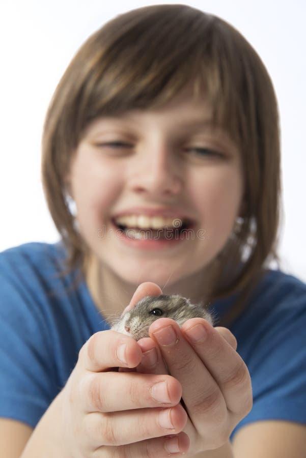 Een gelukkig meisje met een leuke hamster royalty-vrije stock afbeeldingen
