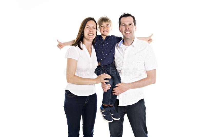 Een Gelukkige familie met zijn blonde die jongen op witte achtergrond wordt geïsoleerd royalty-vrije stock foto