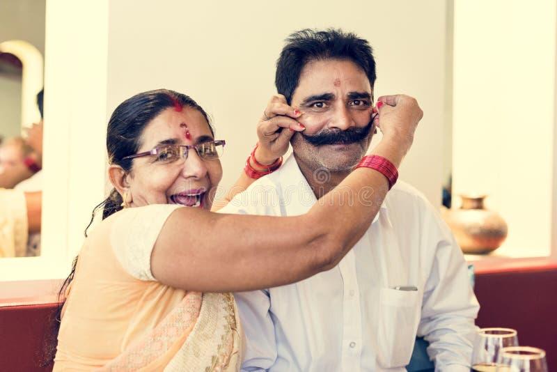 Hart Fickendes Indisches Paar